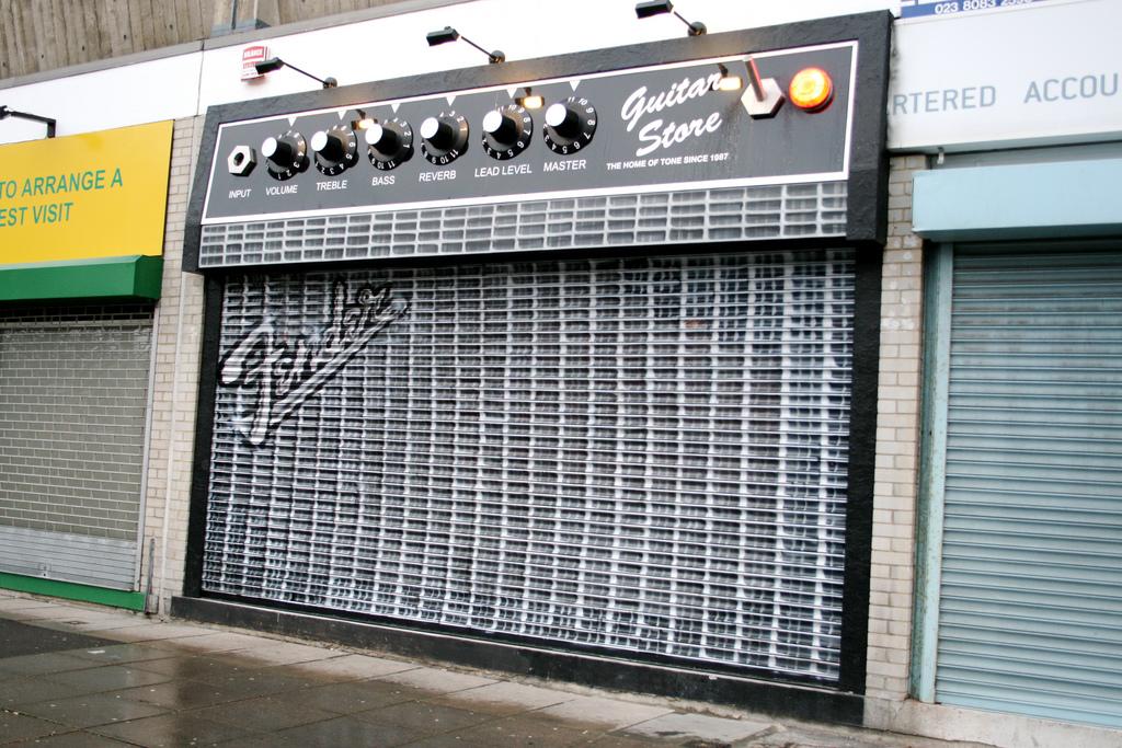Häufig La façade de ce magasin de musique est un ampli Fender JB99