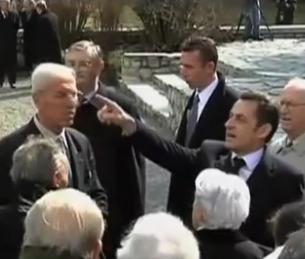 Sarkozy, l'homme qui rit dans les cimetières