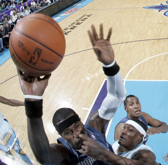 Basket les doigts dans le nez