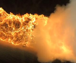 {Vidéo} Lance-flamme contre extincteur à 1000images/seconde!